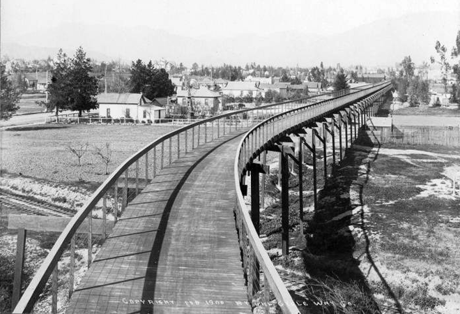 Pasadena_Cycleway__1900__looking_north_tracks_Santa_Fe_or_Union_Pacific__Raymond_Ave_in_background