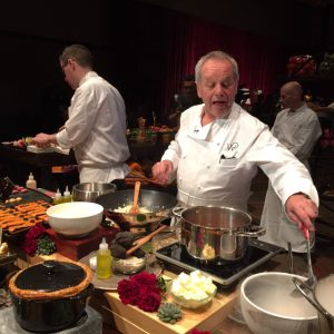 Wolfgang Puck will cook at the Governors Ball for the 21st straight year.