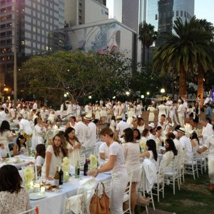 2600 picnickers in white