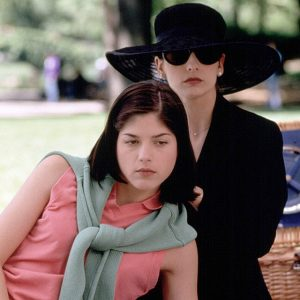Selma Blair and Sarah Michelle Gellar kiss innocence (and each other) goodbye in Cruel Intentions