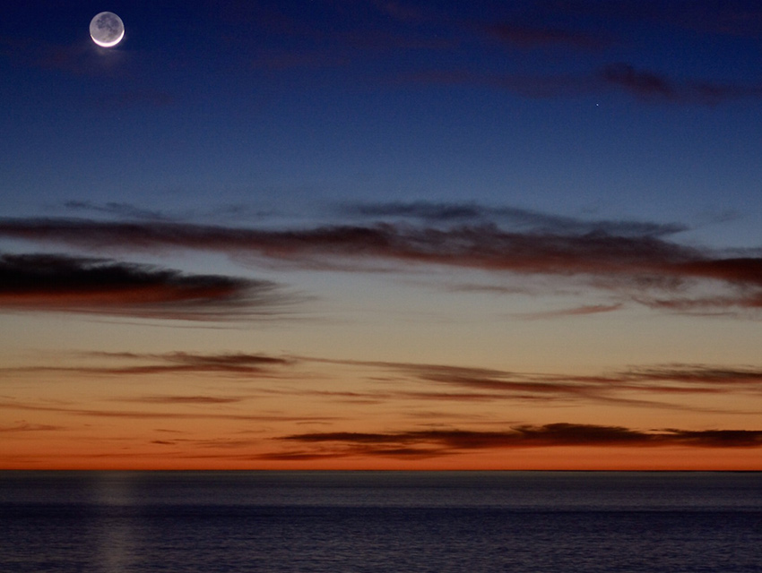 Crescent moonset from Rancho Palos Verdes
