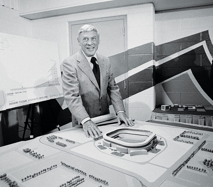 Rams owner Carroll Rosenbloom unveils a model of Anaheim Stadium in 1978
